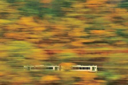 紅葉に溶けるように (2012.11.2/北上線 ゆだ錦秋湖駅~ほっとゆだ駅)